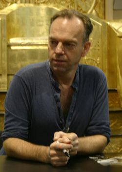 hugo weaving 2017